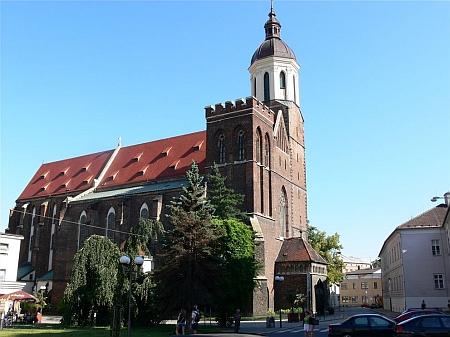 Obnovená radnice a kostel sv. Ducha v jeho rodné Opavě
