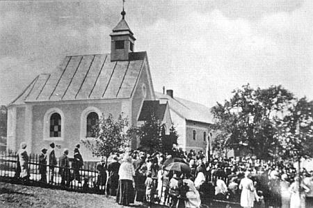Svěcení kaple v Lískové dne 5. srpna roku 1936, kdy bylo Ernstu Traglovi 60 let a 19 dnů