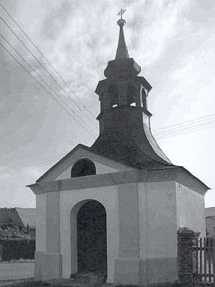 Kaple, zasvěcená původně sv. Janu Nepomuckému (od roku 1921 sv. Janu Křtiteli) v národnostně kdysi smíšené obci Prapořiště, kde učil více než dvacet let, než tam byla německá škola roku 1920 zrušena