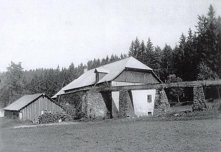 Stiech Werk s pozoruhodným vodním korytem (na spodním snímku je stav koryta vodního náhonu zachycen v roce 2009)