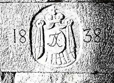 Na dvou jejích snímcích vidíme patník č. 78 při plavebním kanále vmístech, kde stávala Zvonková a kvádr na pravé      straně tunelu asi 2km od jeho výchozího portálu s iniciálami knížete Jana Adolfa II. zuSchwarzenberg