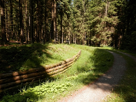 Obnovená výdřeva kanálu u zaniklé osady Růžový Vrch (Rosenhügel)