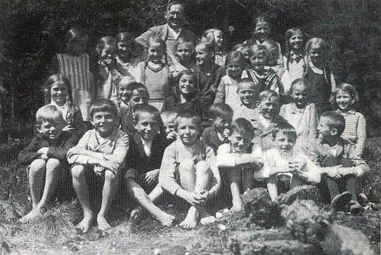 Školní výlet na Borkoviště s ním v pozadí