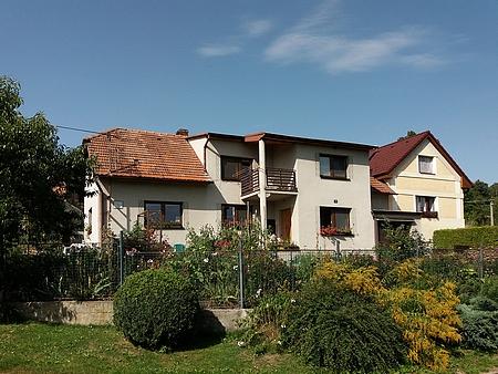 Rodný dům čp. 33 v Zábrdí na snímku z roku 2017