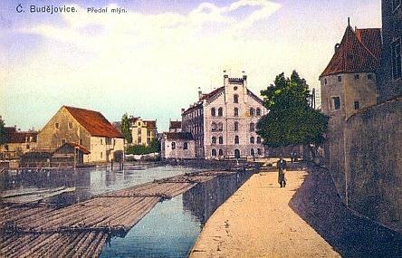 """I na této pohlednici se šumavskými vory se už """"za Rakouska"""" prosadil název Č. Budějovice..."""