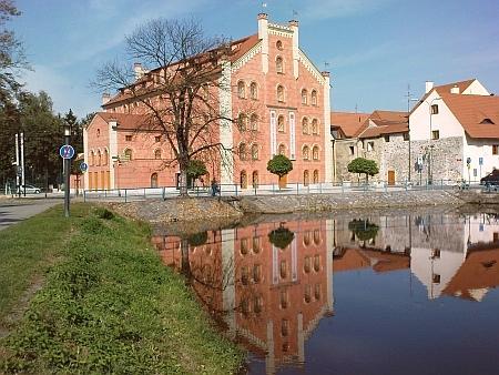 """... a v roce 2009: Přední mlýn přestavěný za podpory Evropské unie na hotel """"Budweis"""""""
