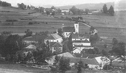 Rodná Polná na Šumavě, vzadu dnes zcela zaniklý Lštín (Irresdorf)