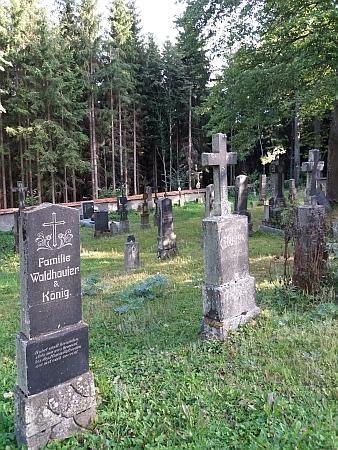 Záběry ze hřbitova