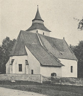 Kostel sv. Anny v Libínském Sedle obehnaný ještě zídkou se hřbitovem...