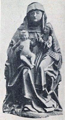 ... a socha patronky kostela ze 16. století z jeho hlavního oltáře