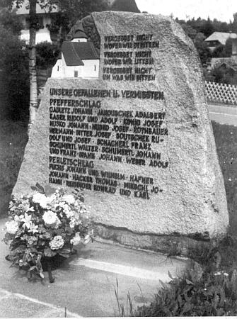 Památník padlých a pohřešovaných z Libínského Sedla aPerlovic, vztyčený vyhnanci v bavorském Philippsreutu