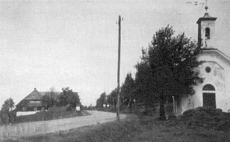 """Snímek tzv. """"Trömelkapelle"""" doprovází článek o """"divokém honu"""", který tu prý bylo slýchat a před nímž prý bývala ochranou"""