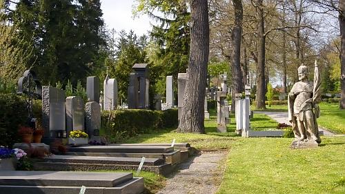 Hütteldorfský hřbitov ve Vídni - těch korun!