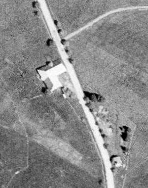 """Statek """"U Tremlů"""" na leteckých snímcích z let 1949 a 2008"""