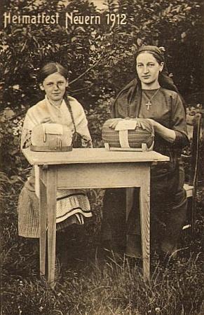 Nýrské paličkářky na místní slavnosti roku 1912