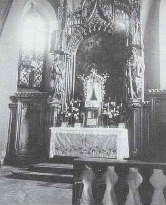 Hlavní oltář kostela sv. Tomáše v Nýrsku na snímku z doby kolem roku 1940