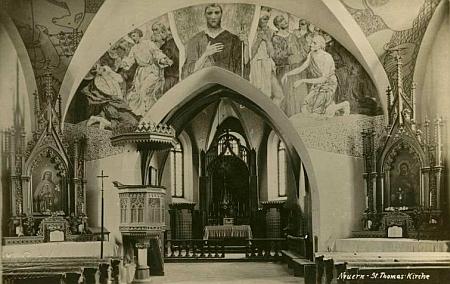 Interiér kostela sv. Tomáše v Horním Nýrsku s freskami Ferdinanda Staegera (1880-1976) z roku 1907