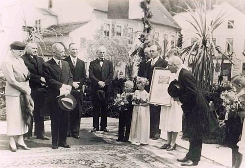 Starosta Tungl (na obou snímcích stojí vpravo s cylindrem v ruce) na dalších snímcích při uvítání prezidenta Beneše za jeho návštěvy města 7.května1937