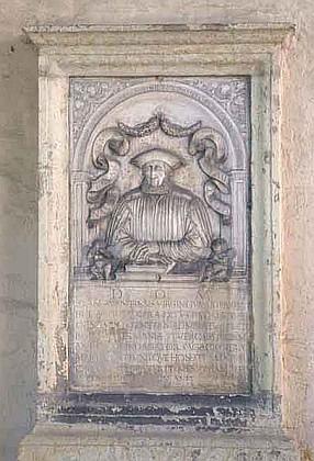 """""""Aventinův"""" náhrobek při bazilice sv.Emmerama v Řezně"""