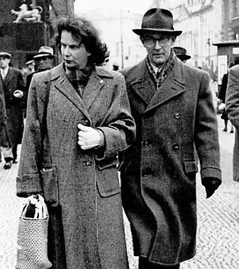 Její syn Kazimír Čakrt se svou ženou Gertrudou (Trudou) na snímku někdy z padesátých let dvacátého století