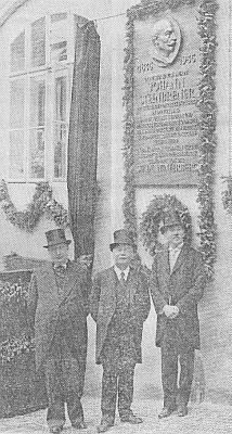 Odhalení pamětní desky jejímu otci veVimperku 21. července 1935