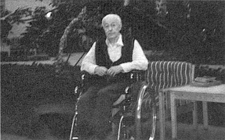 """V roce 1988 po amputaci nohy, upoután na kolečkové křeslo, prý""""s pověstí portrétního malíře a nezdolného šumavského humoru čeká dopisy na adrese 329-3139 Bonwood Dr.N.W, Calgary - Alberta, T=B2E7, Canada"""""""