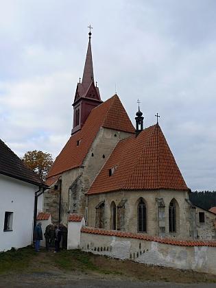 Zátoňský kostel před a po rekonstrukci