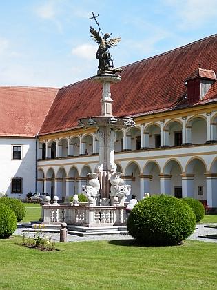 Kašna archanděla Michaela v klášteře Reichersberg