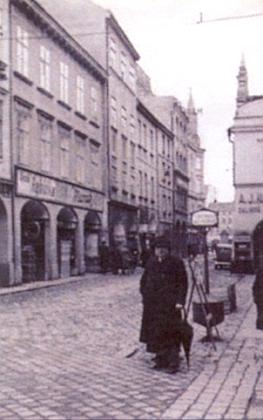Krajinská ulice v Českých Budějovicích s domem čp. 10     na Umlauftově snímku z konce dvacátých let 20. století