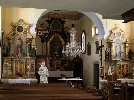 Kostel Svaté rodiny a sv. Jana Nepomuckého v Horní Vltavici
