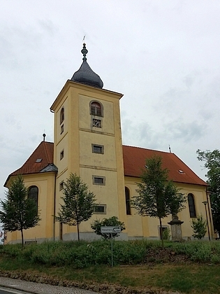 Kostel sv. Michaela v rodném Dolním Žandově, ve kterém byl pokřtěn, a část obce kolem Šitbořského potoka, kde stával rodný dům