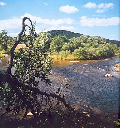 Soutok Teplé Vltavy a Řásnice u Lenory (Teplá Vltava přitéká od Kvildy, Řásnice od Strážného)