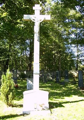 Hřbitov v Českých Žlebech, na jehož obnově se podílel