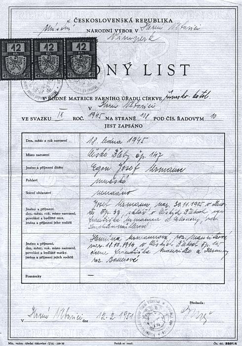 Dva rodné listy na jeho jméno, jeden z ledna 1945, druhý z února 1951