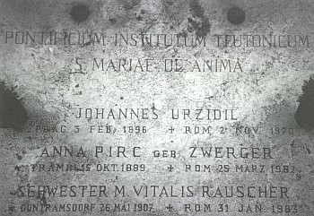 ... a detail náhrobní desky s jeho jménem