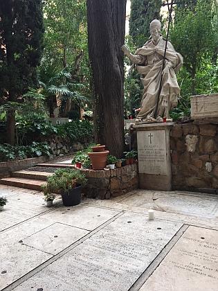 """Hrob na Campo Santo Teutonico (tj. """"německé Boží pole"""") v Římě..."""