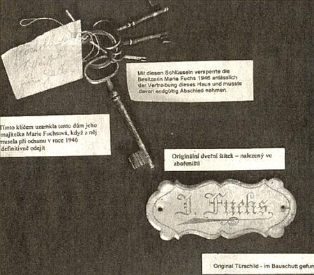 V troskách kostelníkova domu v zaniklé Zvonkové, kde je umístěno dnešní muzeum, byla nalezena i tato jmenovka poslední majitelky a klíč, který tu musela nechat
