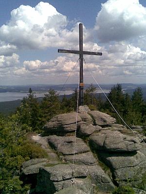 ... a kříž na Bärnsteině s výhledem na Lipenské jezero