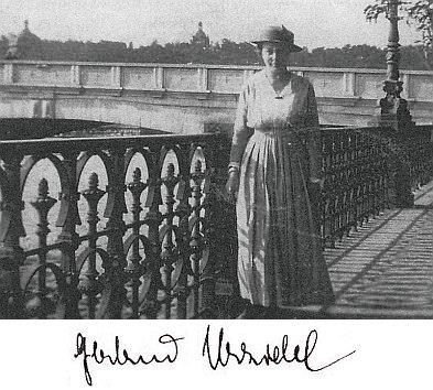 Mladá Gertruda Thiebergerová na břehu Vltavy v Praze roku 1918