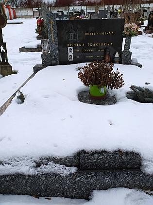 Hrob na kájovském hřbitově, kde je pohřbena jeho první manželka Theresia a nejmladší dcera Ida