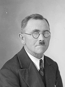 Na snímcích ze Seidelova fotoateléru z let 1941 a 1943