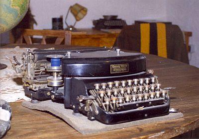 """Jeho psací stroj ve """"Žravém domě"""""""