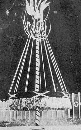 Snímek zaslaný po padesáti letech do redakce časopisu přímým účastníkem vztyčení i odstranění jedle z Boubína v roce 1939