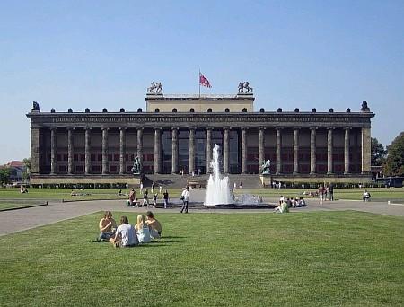 Staré muzeum a Lustgarten dnes