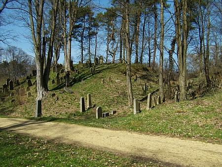 Starý židovský hřbitov v Chodové Plané