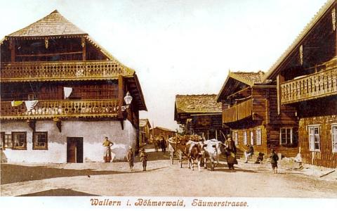 V domě nalevo sídlila ve stáří vdova po Franzi Veitsovi Johanna, roz. Lichtneckerová, prababička Herwiga Zahorky