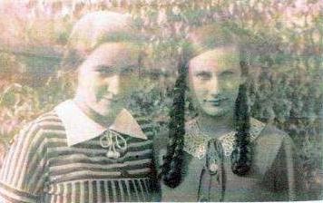 Inge ve svých šestnácti letech s tehdy dvanáctiletou sestrou Evou