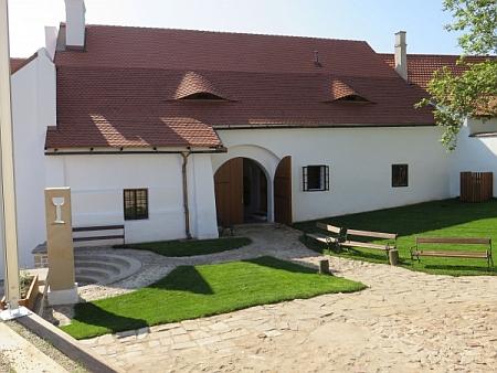 Husův rodný dům v Husinci (viz i Franz Strunz)