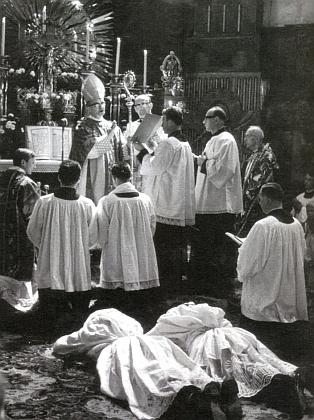 Kněžské svěcení s biskupem Josefem Hlouchem 23.června 1968
