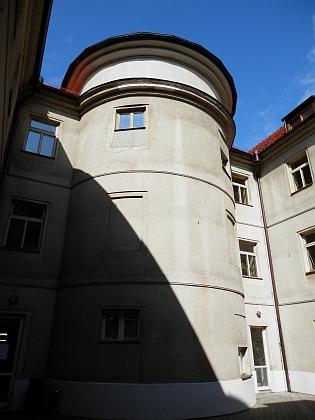 Dnes sídlí v bývalém kapucinském klášteře Teologická fakulta Jihočeské univerzity